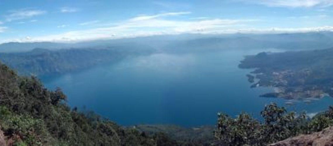 lac-Atitlan-vu-depuis-un-volcan