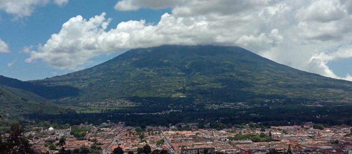 antigua-guatemala-volcan-de-agua
