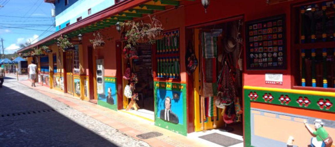guatape-colombie-rue-colorée