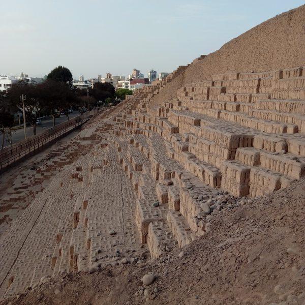 pyramide-huaca-pucllana-lima